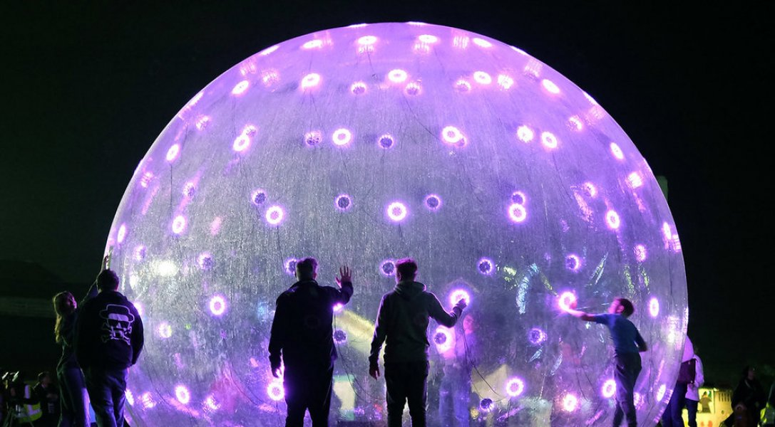 """The installation """"Light Bubble"""" is set up in a park."""