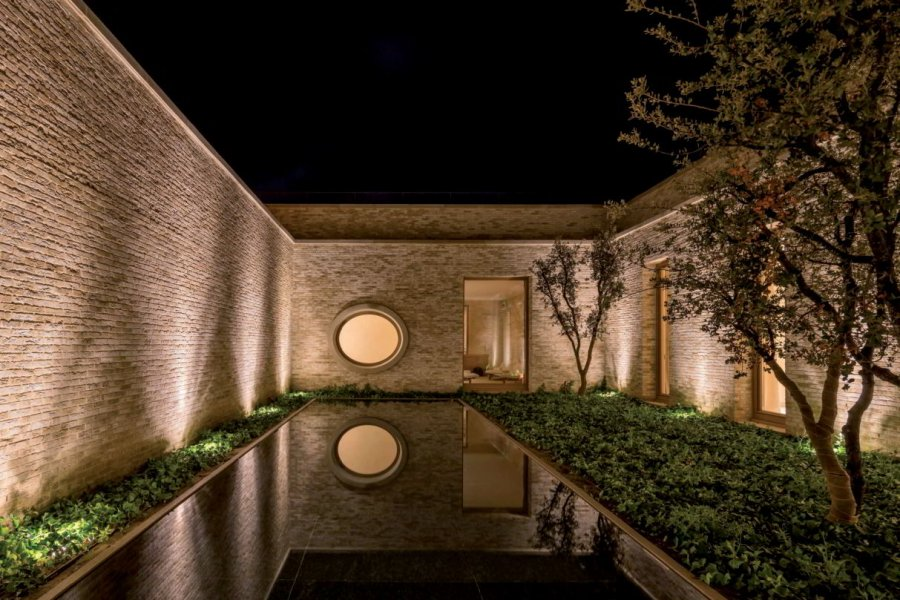 The challenge for the lighting designers was to develop a solution that would both respect the cultural heritage of the site and underline the flair of a five-star holiday resort.