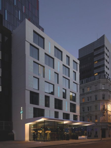 Subtle and discreet can also be a sign of quality. Hotels do not need intensive or bright facade lighting to stand their own in their surroundings and count as being striking. The design is nonetheless attractive and enchantingly playful.