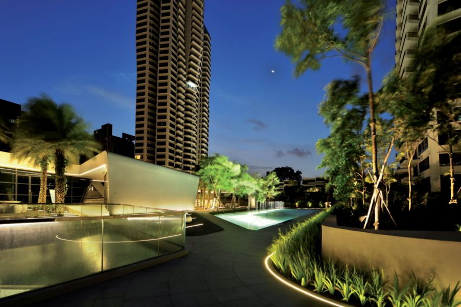 Achieving low contrast between landscape elements and architecture was important to enhance the continuity experience. The inground lights provide subtle wash light to both plants and architecture.