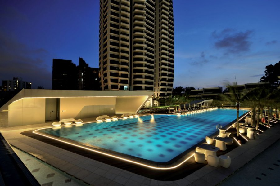 In spite of the uniform underwater pool lighting, a new regulation stipulates that 80 lux must be provided on the water surface.